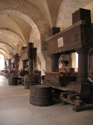 Weinkellerei im Kloster