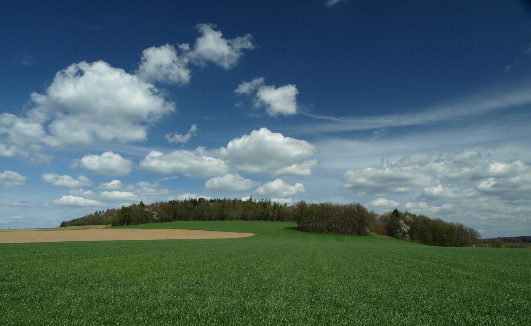 weiß-blauer Himmel