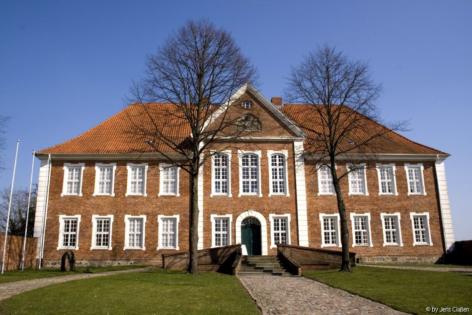 Weiß jemand wie das Haus heißt, ist in der Nähe vom Ratzeburger Dom?