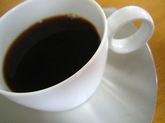 weiß (schwarzer kaffee)