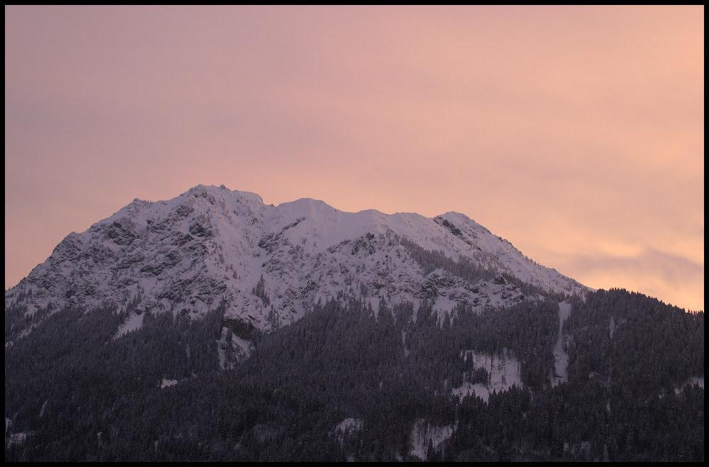 Weisse Berge im Morgenschein.