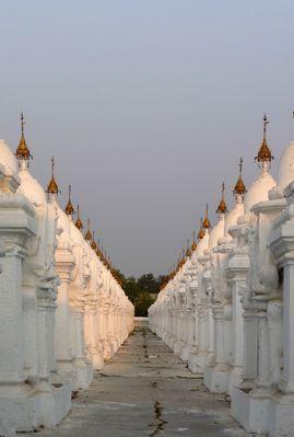 Weiße Stupas