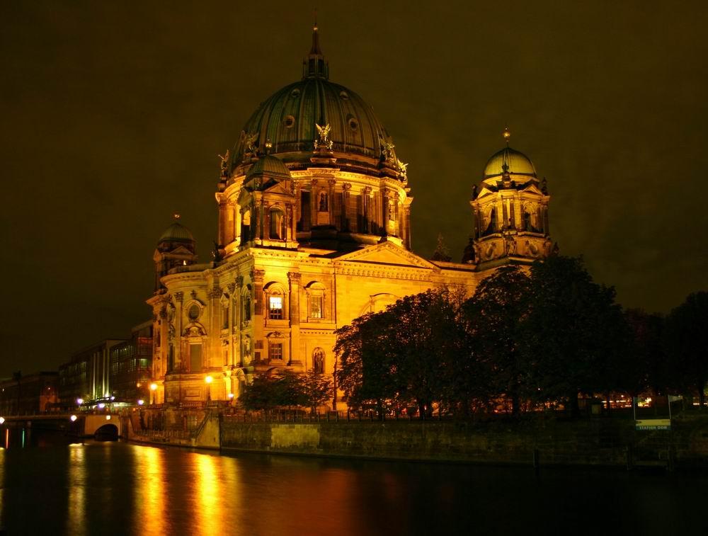 Weiteres Lichtexperiment mit dem Berliner Dom