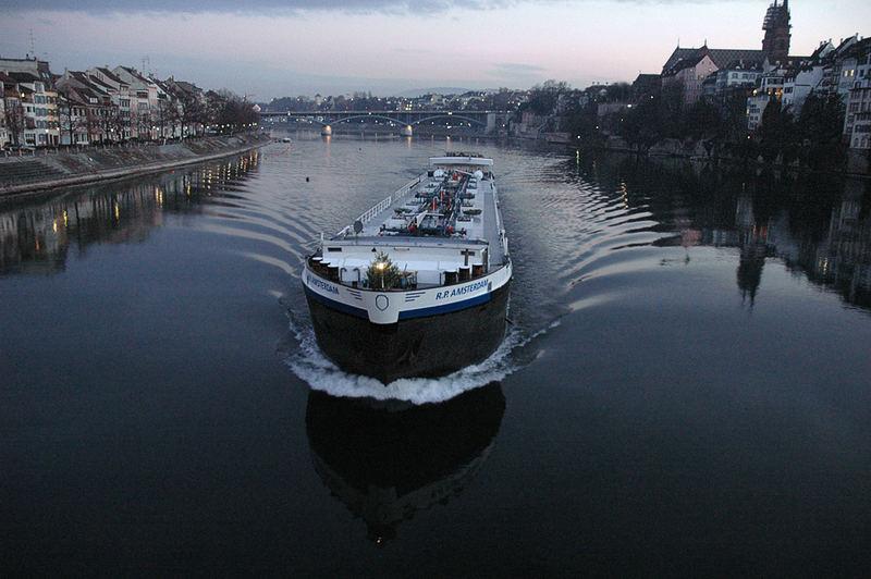 Weitwinkel am Rhein