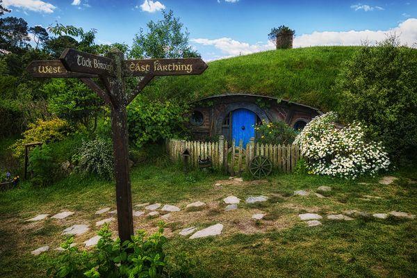 Welcome to Hobbiton! – Willkommen in Hobbingen!