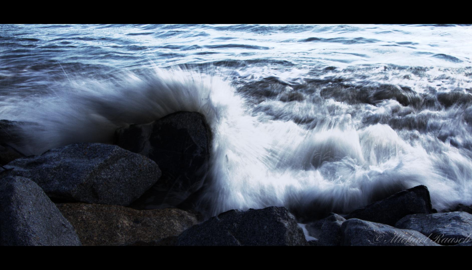 Welle trifft Stein