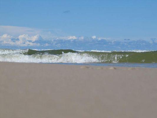 Welle zum Strand