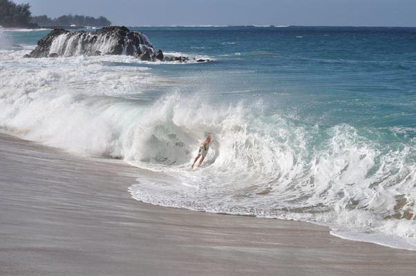 Wellen auf Kauai im Dezember