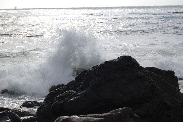 Wellen gegen Steine