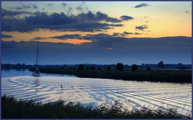 Wellenlinien * <<<<<<<<<< Sonnenuntergang, Greifswald, am Ryck
