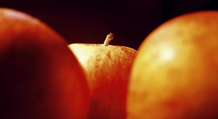 welt zwischen den äpfeln