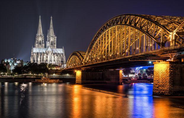 ^ Weltkulturerbe Kölner Dom mit Hohenzollernbrücke ^