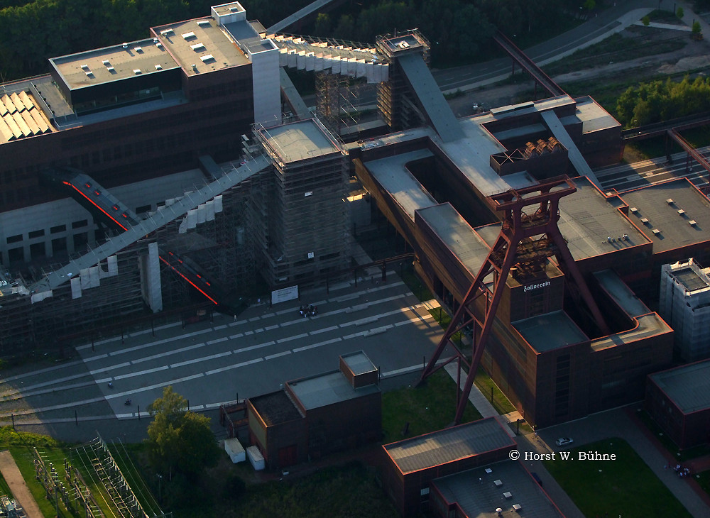 "Weltkulturerbe Zeche Zollverein mit ""Roter Treppe"" zum Museum"