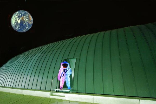 Weltraumstation auf dem Oberdeck des Lilien Carre Wbn.