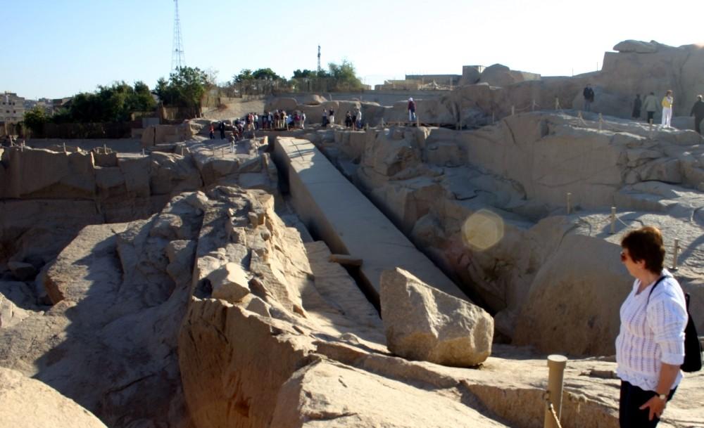 Weltweit größter aus dem Granitfelsen geschlagener (unbrauchbarer) Obelisk!