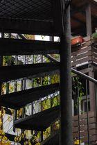 Wendeltreppe aus Metall an einem Haus in Marburg