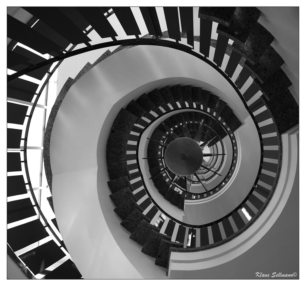 wendeltreppe von unten foto bild architektur treppen und treppenh user architektonische. Black Bedroom Furniture Sets. Home Design Ideas