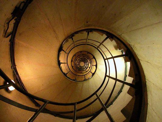 Wendeltreppe von unten, Paris, L'arc de Triomphe