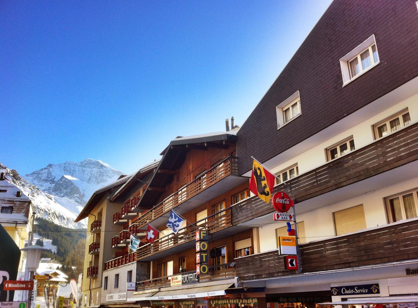 Wengen Dorfstrasse mit Jungfrau