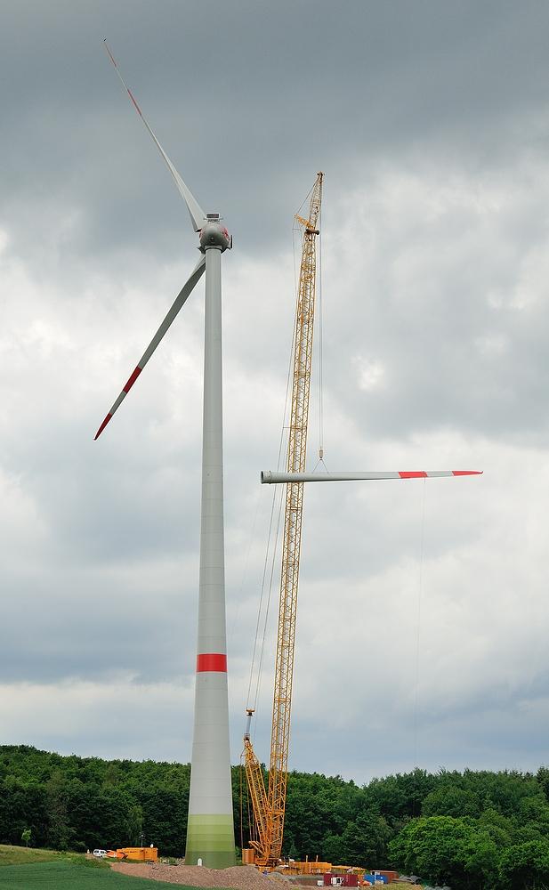 Wenn auch umstritten, aber sehr spannend ist der Aufbau einer Windkraftanlage. 20 TONNEN...