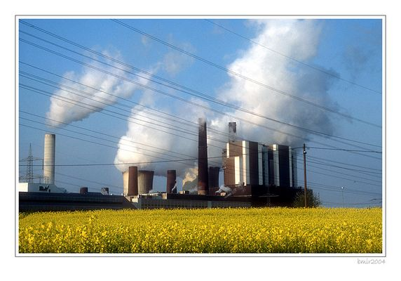 Wenn bei Weisweiler das RWE-Kraftwerk im Gelb versinkt ...
