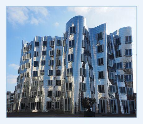 Wenn der Architekt sich mal einen zur Brust genommen hat ;)...