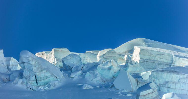 wenn der Gletscher kalbt ..... bleiben riesengroße Eiswürfel liegen