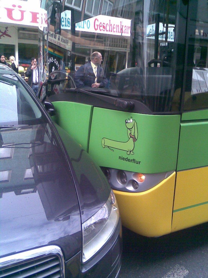 Wenn ein Bus einen Audi sehr sehr liebt