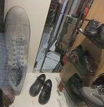 Wer auf großem Fuße leben will, findet hier den passenden Schuh...........