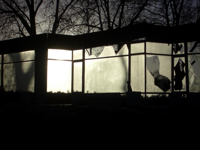 Wer Im Glashaus Sitzt wer im glashaus sitzt sollte nicht mit steinen werfen foto