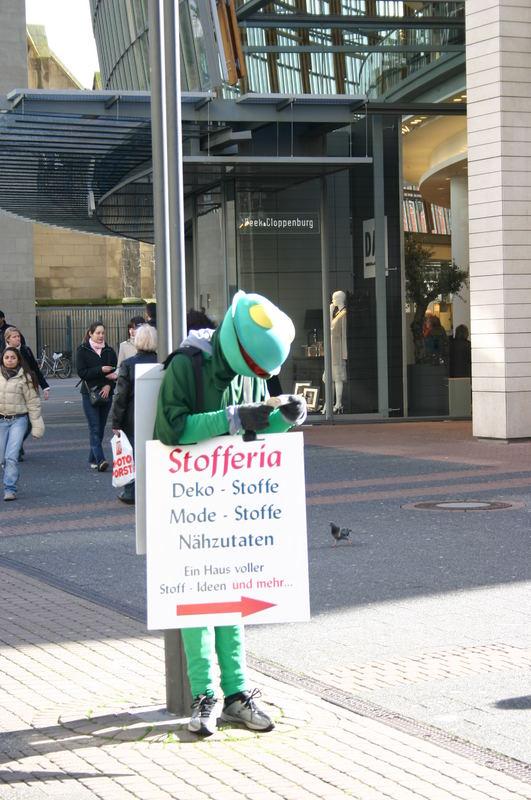 Stofferia Köln wer kennt ihn nicht den frosch der schildergasse foto bild