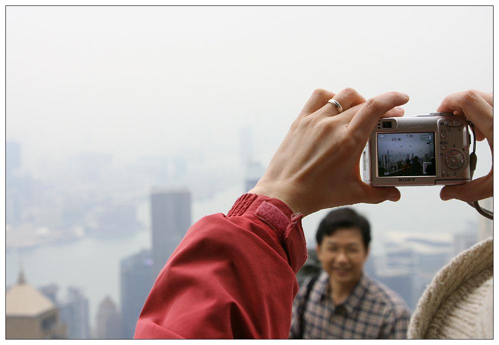 Wer möchte nicht auf Hongkongs Hausberg vor der Skyline fotografiert werden ?