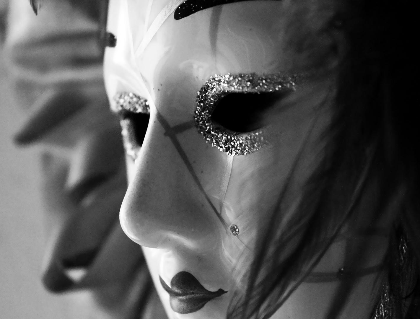 Wer nicht weiß, daß er eine Maske trägt, trägt sie am vollkommensten.