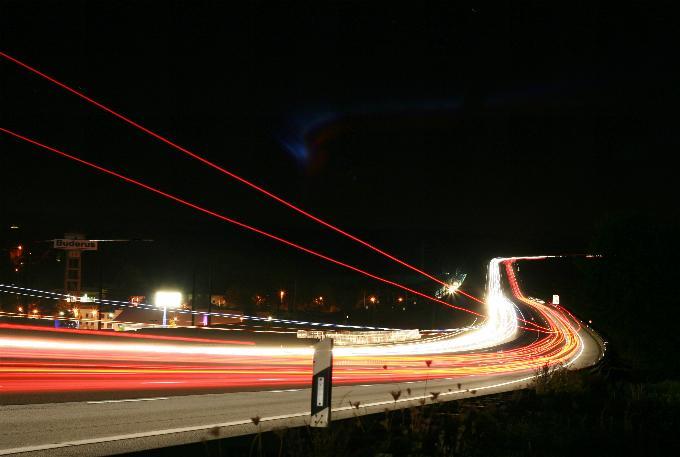 ... wer noch niemals in lauschiger Nacht, einen Autobahnbummel gemacht, ...
