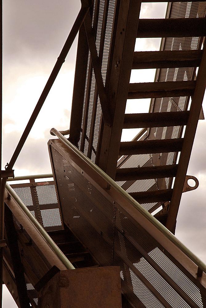 Wer schwindelnd eine Treppe wagt... LAPADU