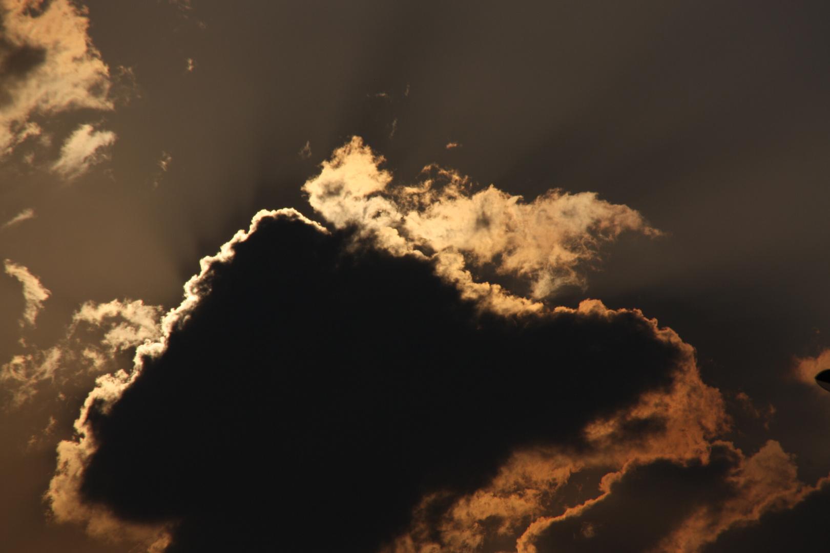 Wer versteckt sich denn da hinter der Wolke?