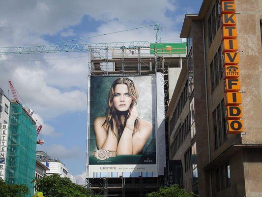Werbung in Frankfurt am Main auf der Zeil