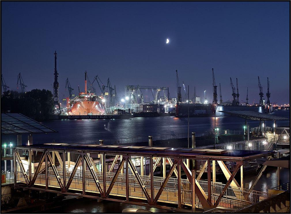 -Werft an der Elbe -