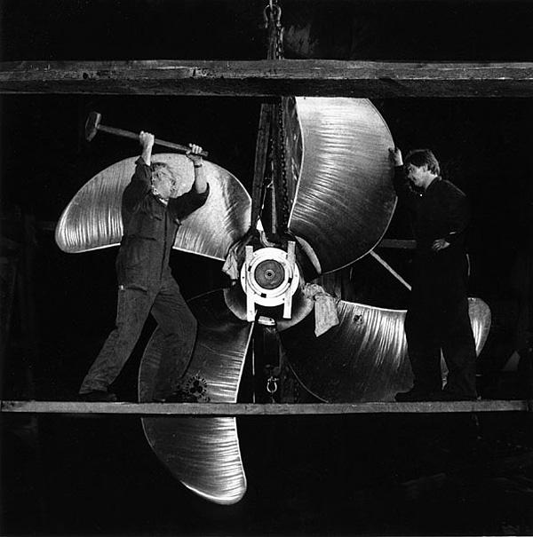 werft-arbeit: schiffsschraube