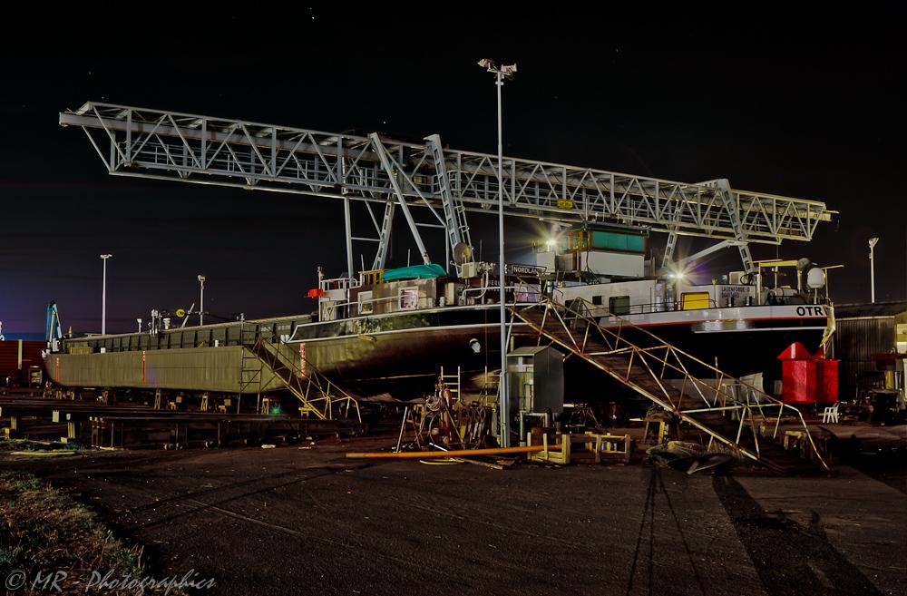 Werft bei Nacht