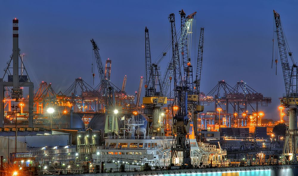 - - Werftgelände - -