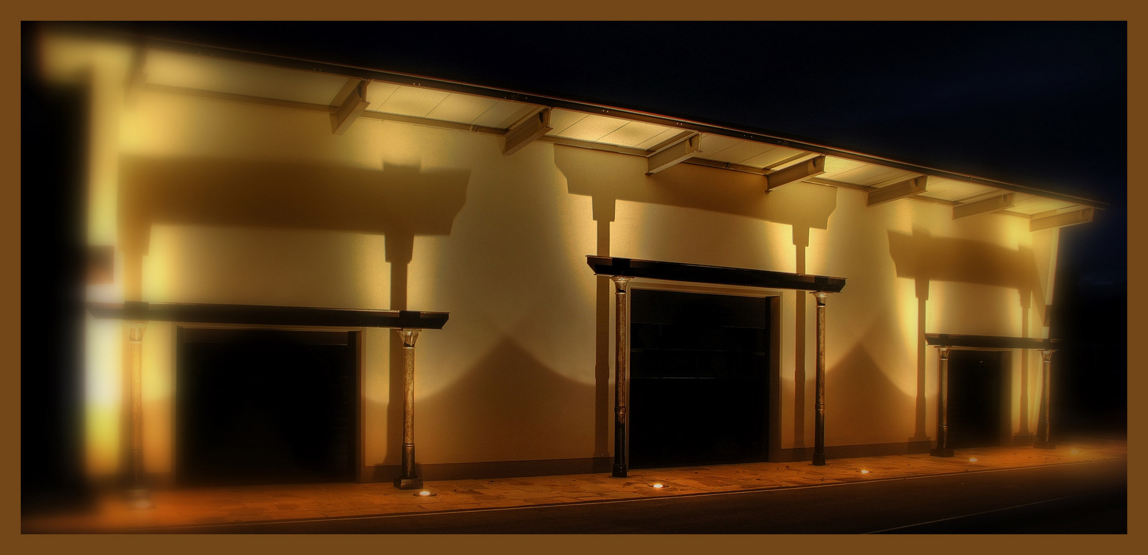 Werkshalle bei Nacht