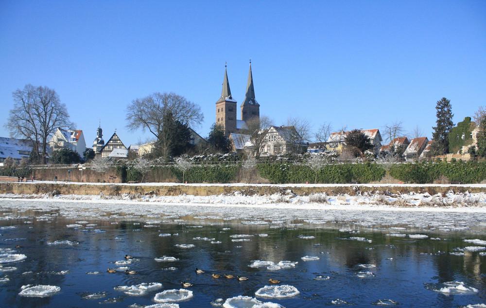 Weser mit Eisschollen vor den Toren Höxters