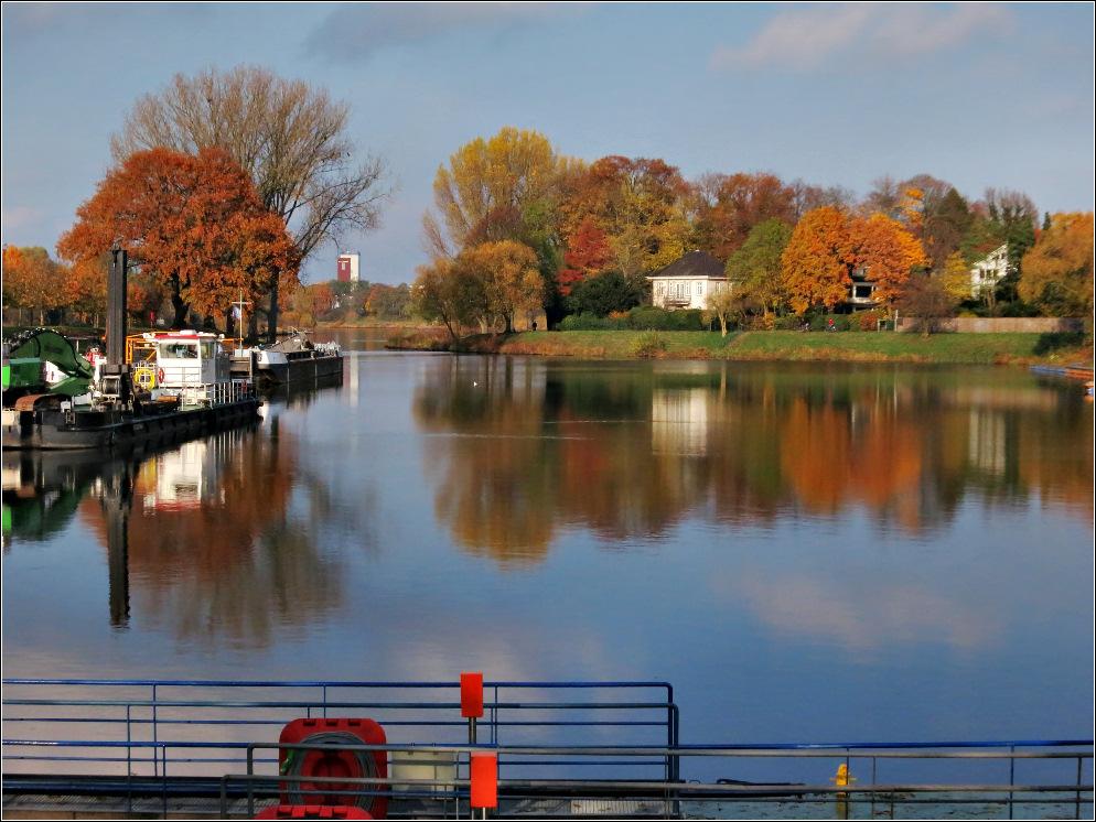 Weserhafen im Herbst