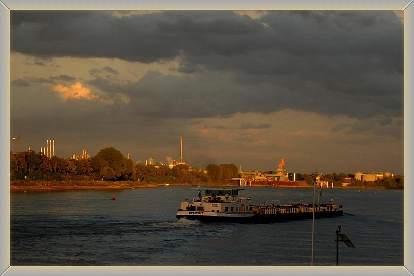 Wesseling am Rhein, zwischen Raffinerie und Natur