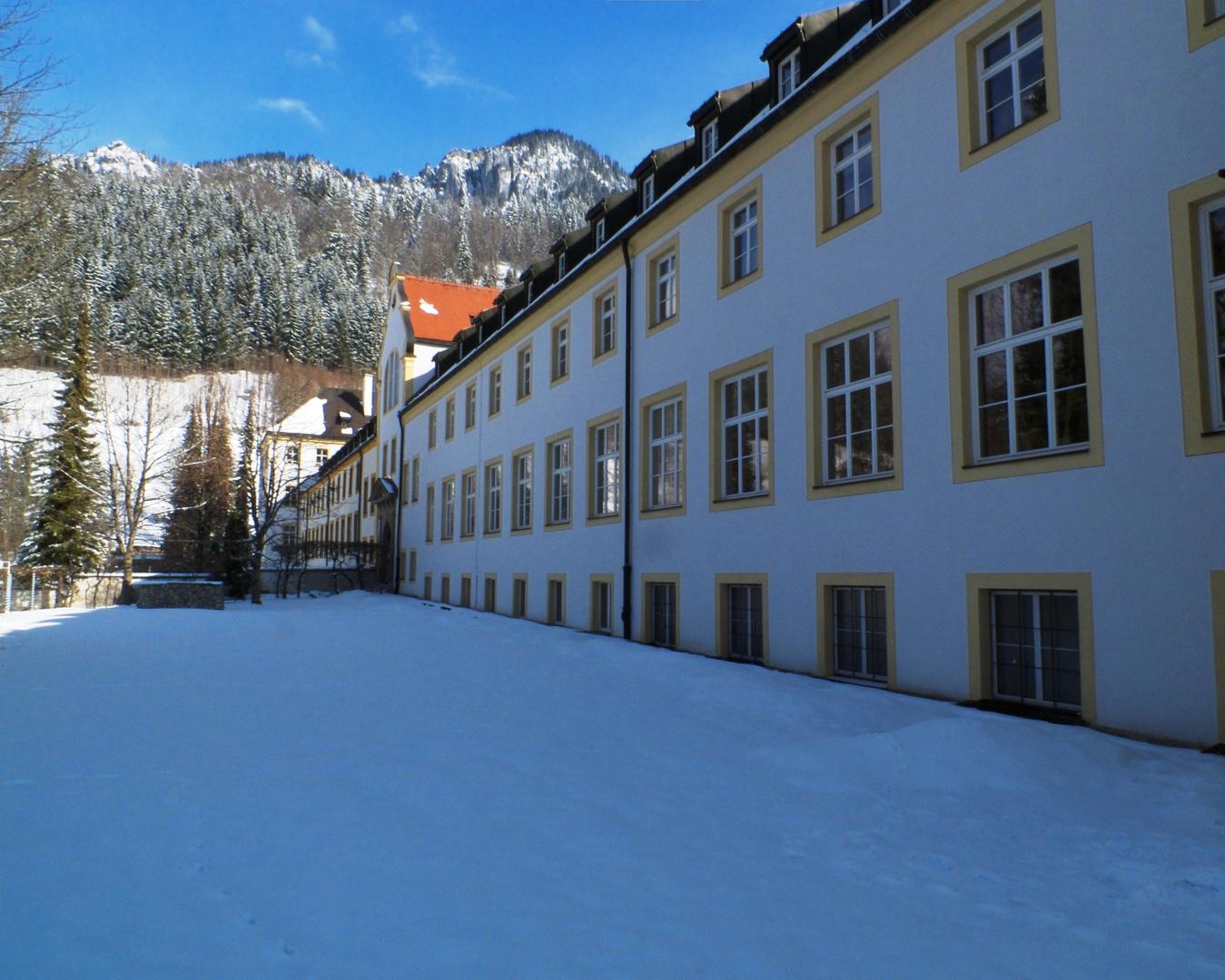 Westfassade von Kloster Ettal