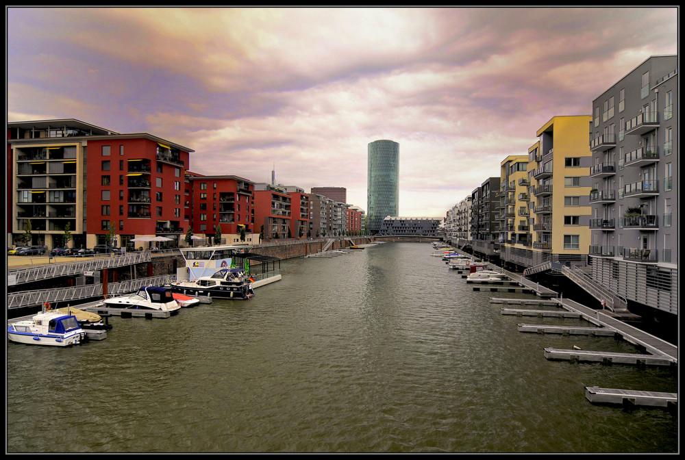 Westhafen, tolle Wohngegend, mein Haus, mein Auto, mein Boot ...