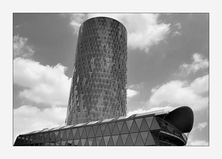 Westhafen Tower s/w