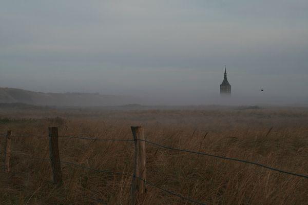 Westturm von Wangerooge im Nebel
