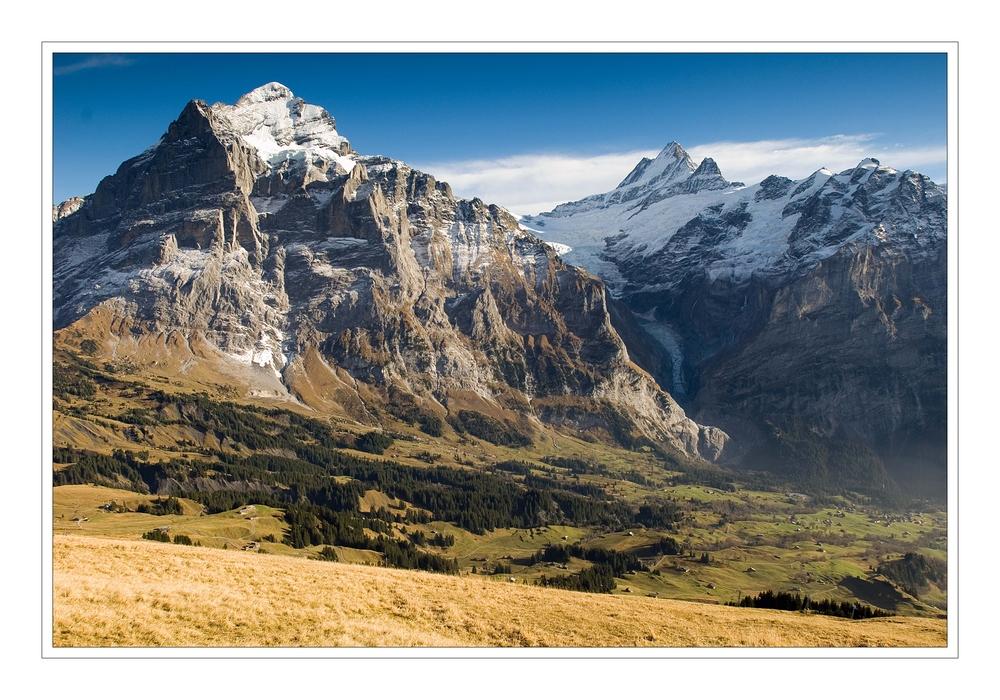 Wetterhorn (3.692 m.ü.M.) und Schreckhorn (4.078 m.ü.M.)